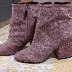Like New Floral Plush Velvet Mauve Taye Booties